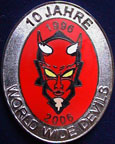 FCK-Fanclubs/Fan-Club-Pin-WWD-2c-10J-silver-red.jpg